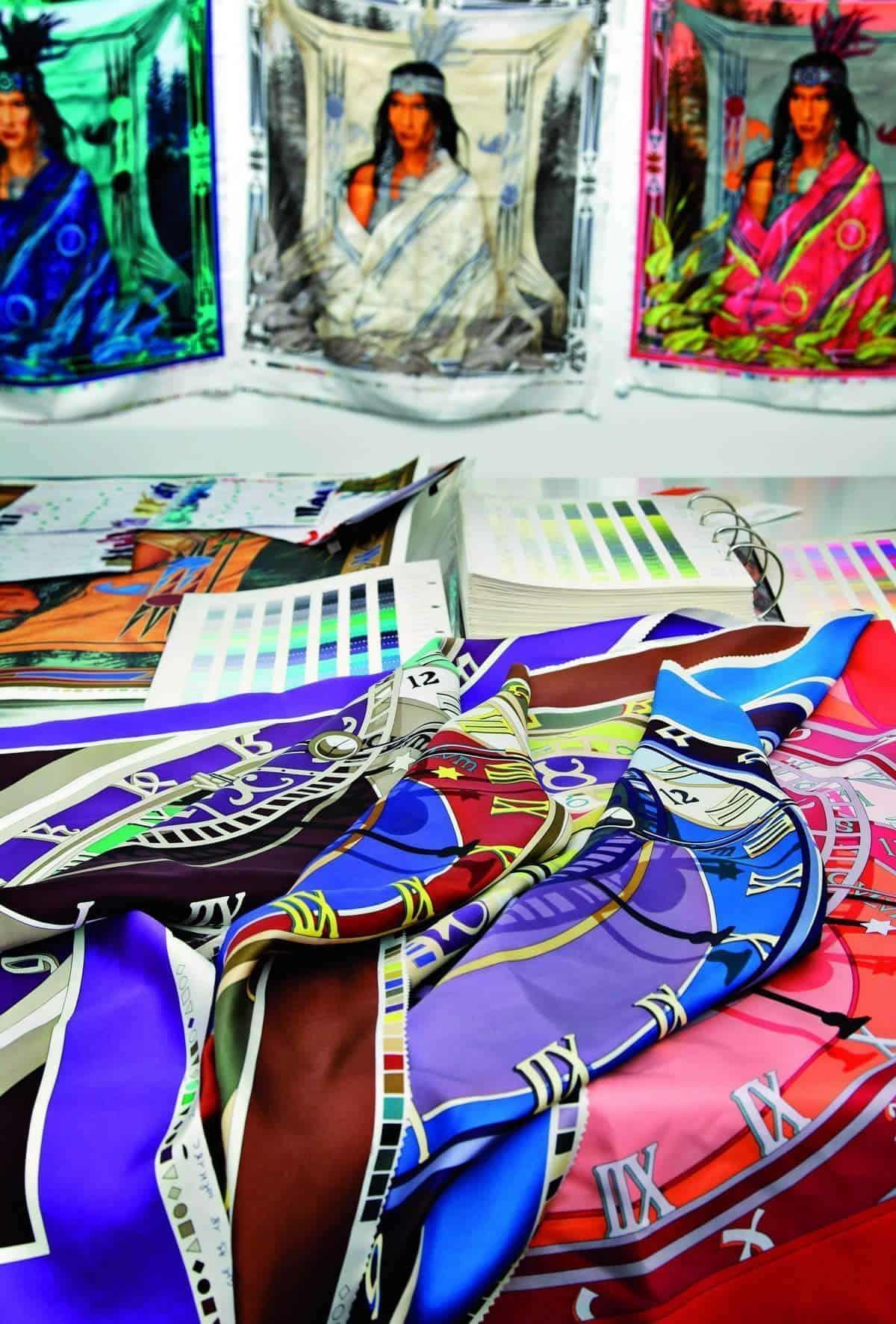 Hermès : Histoires de foulards de soie carrés