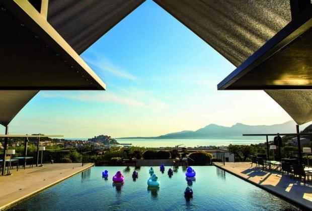 La villa a five star h tel on the hills of calvi in corsica for Hotels 5 etoiles corse