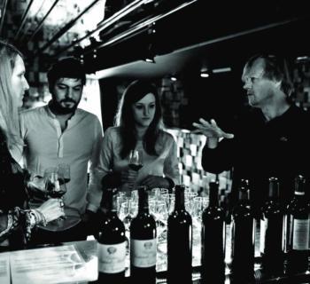 Michael Wijnen fait de sa passion du vin son nouveau métier