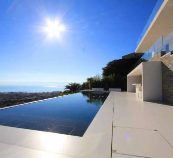 villa-architecte-piscine-cuisine-ete-vue-mer-panoramique-a-vendre-golfe-juan