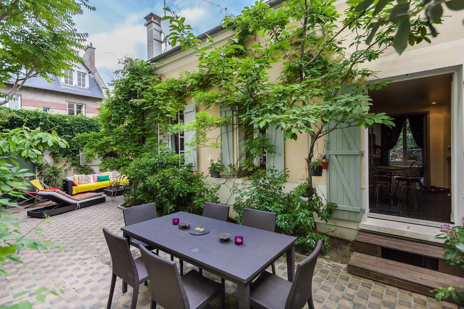 El gante villa d 39 architecte avec piscine debordement for Piscine boulogne