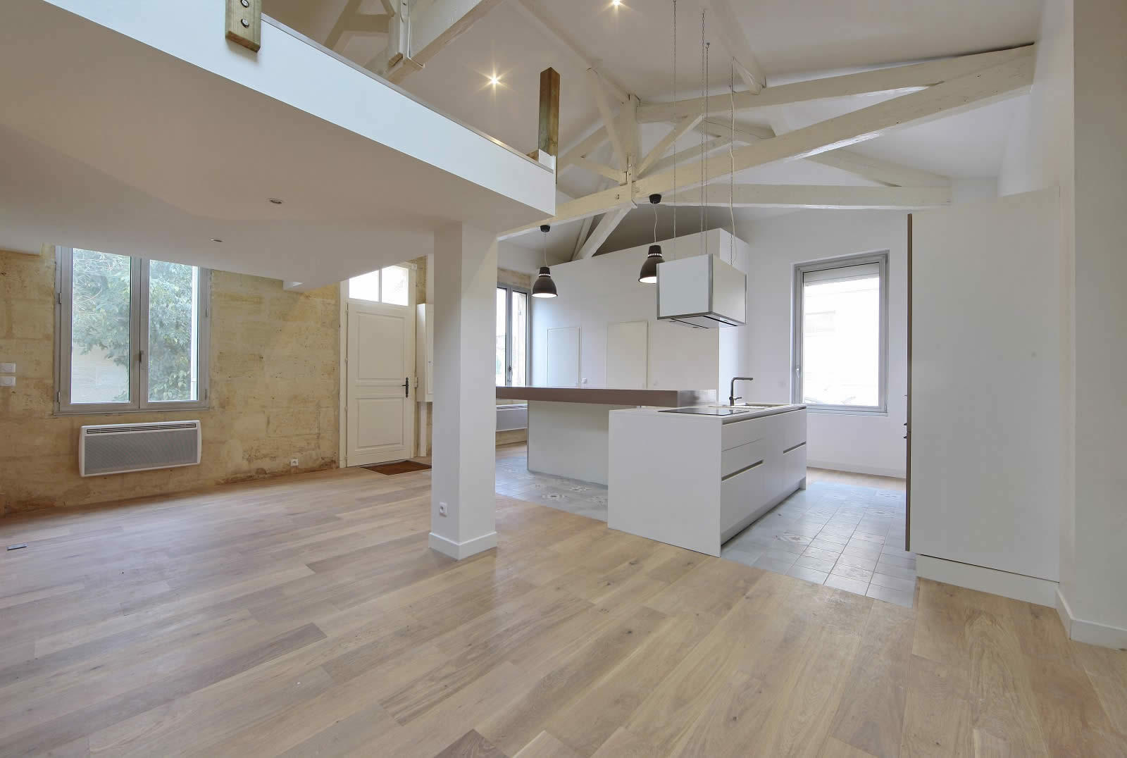 Renovate house with parquet floors exposed beams and - Cuisine maison pierre ...