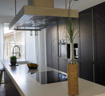 villa-spacious-living-room-modern-kitchen-terrace-for-sale