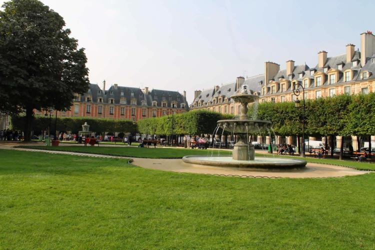 BARNES Le Marais