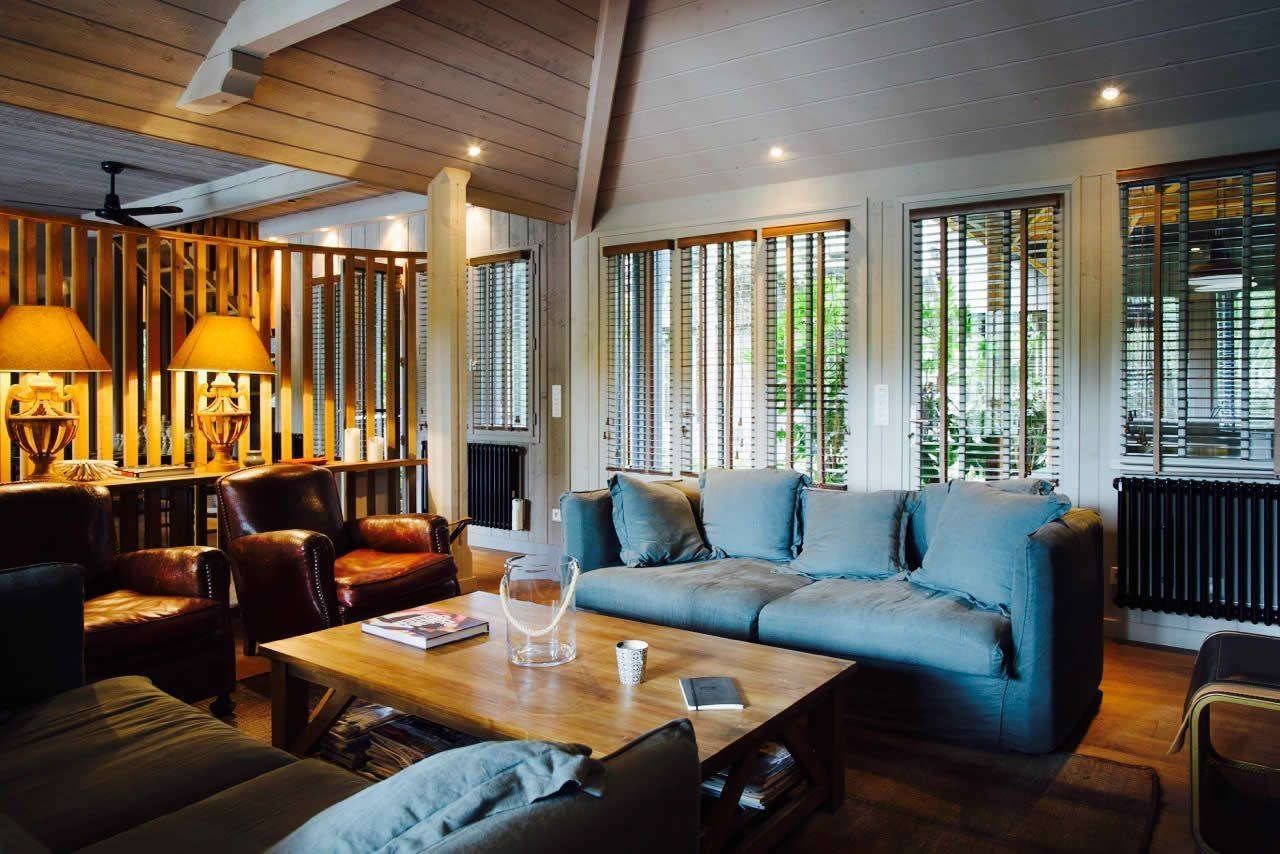 cheminee salon suisse. Black Bedroom Furniture Sets. Home Design Ideas