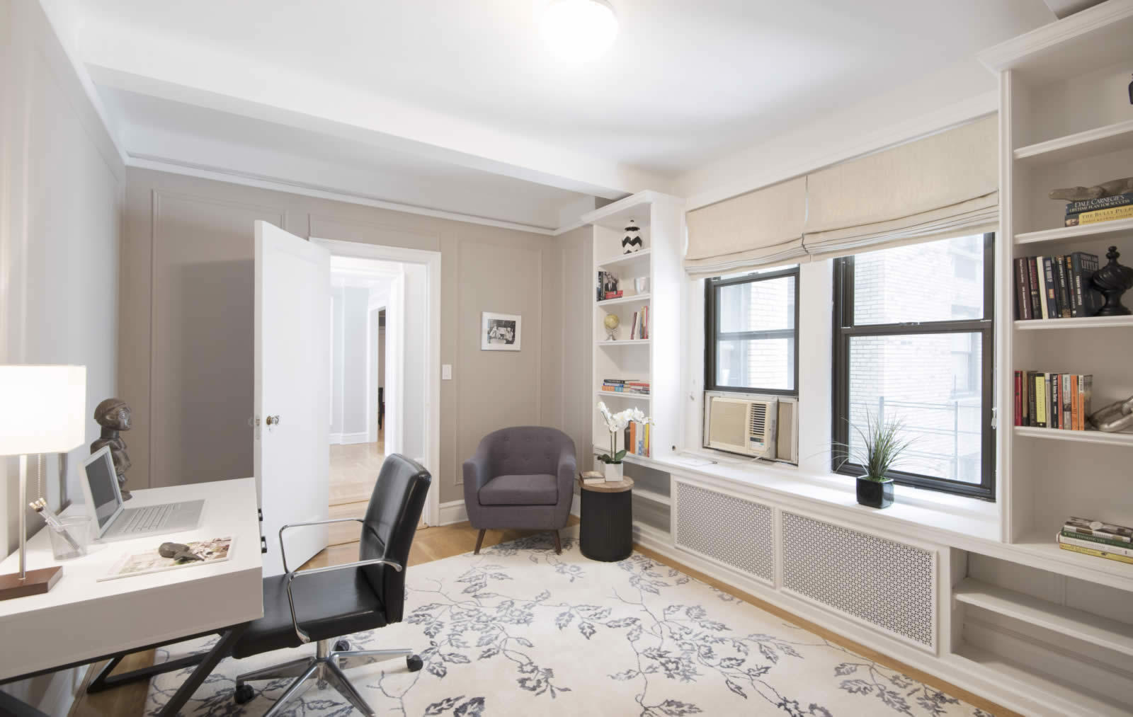 Apartment With Large Luminous Living Room And Plenty Of