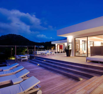 real-estate-saint-barth-carribean-sand-beaches-luxury-tourism