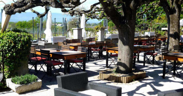 auberge-du-cheval-blanc-restaurant-cuisine-provencale-vignes