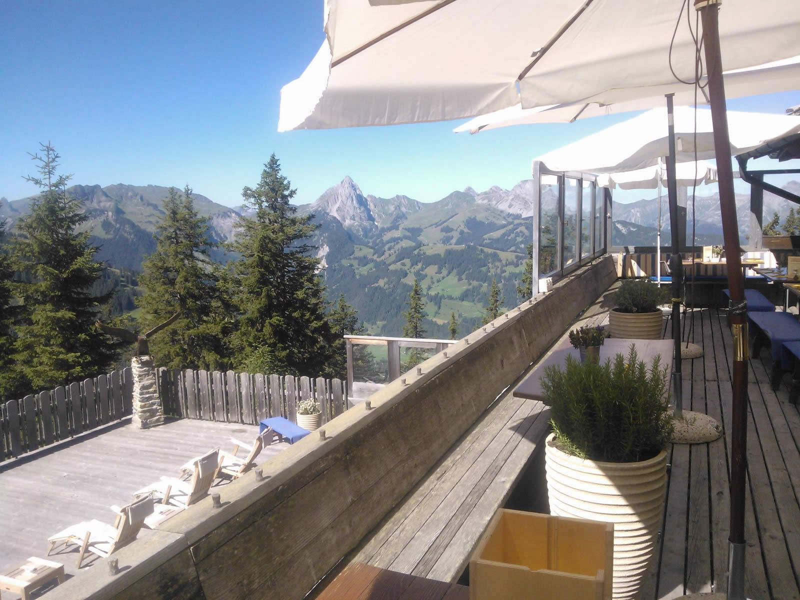 eagle-club-chalet-luxury-restaurant-terrace
