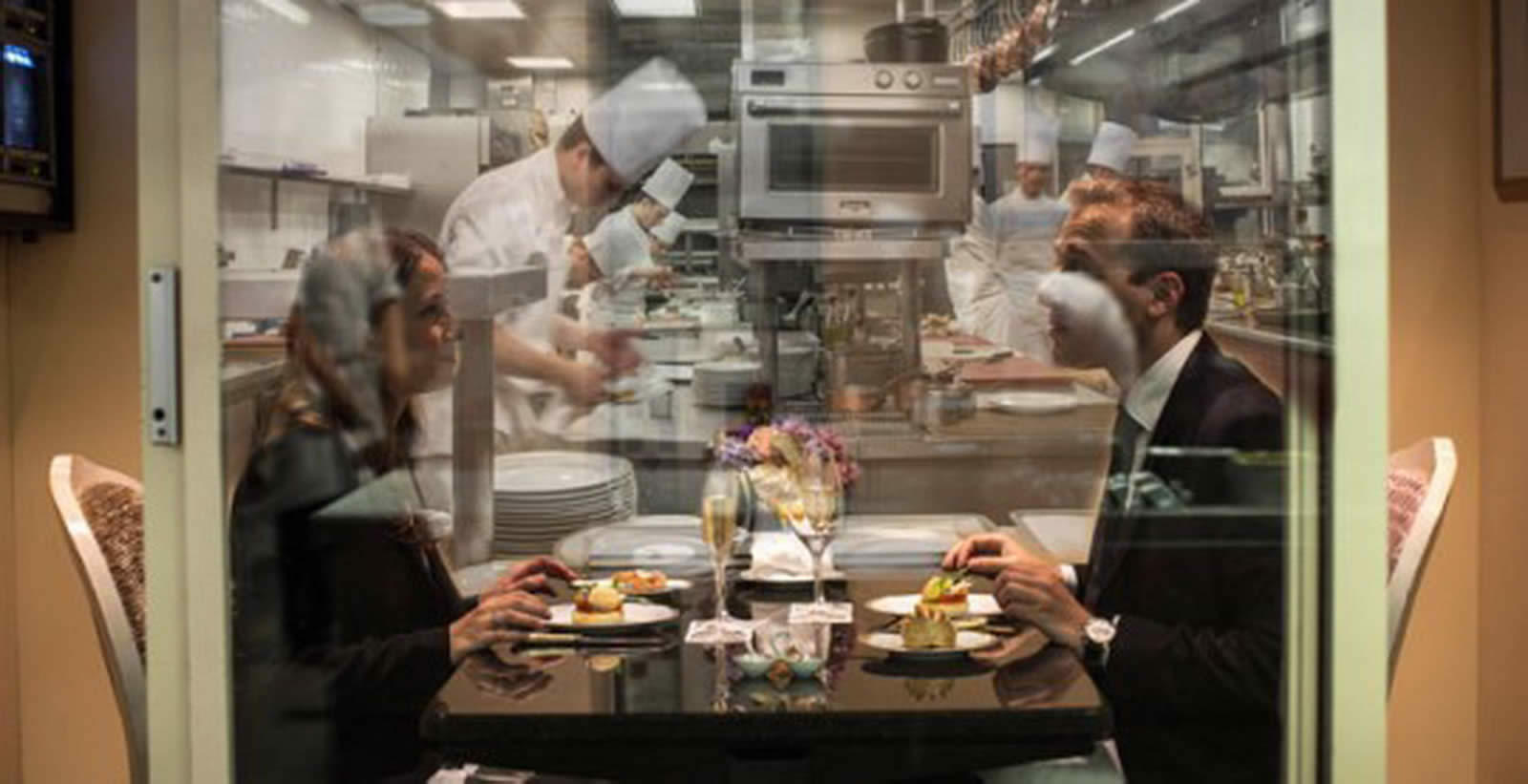 restaurant-laquarium-louis-xv-hotel-de-paris-diner-face-cuisines