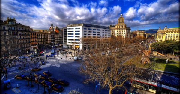 streets-barcelona-catalan-medieval-monuments-nighlife-eclectic