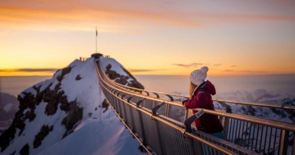 ski-resort-mountain-chalet-vacation