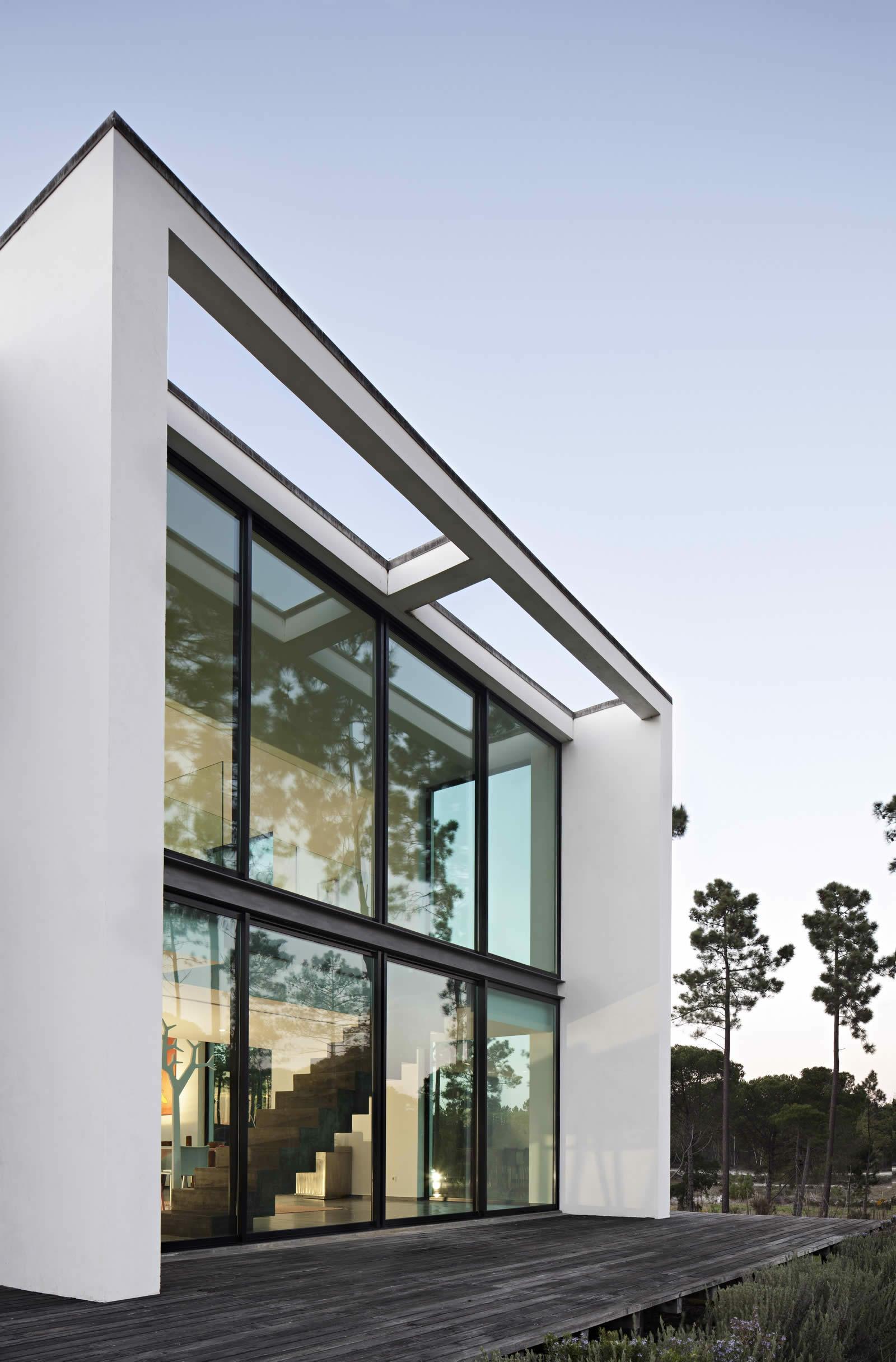 superbe maison moderne de 4 suites vendre comporta portugal. Black Bedroom Furniture Sets. Home Design Ideas