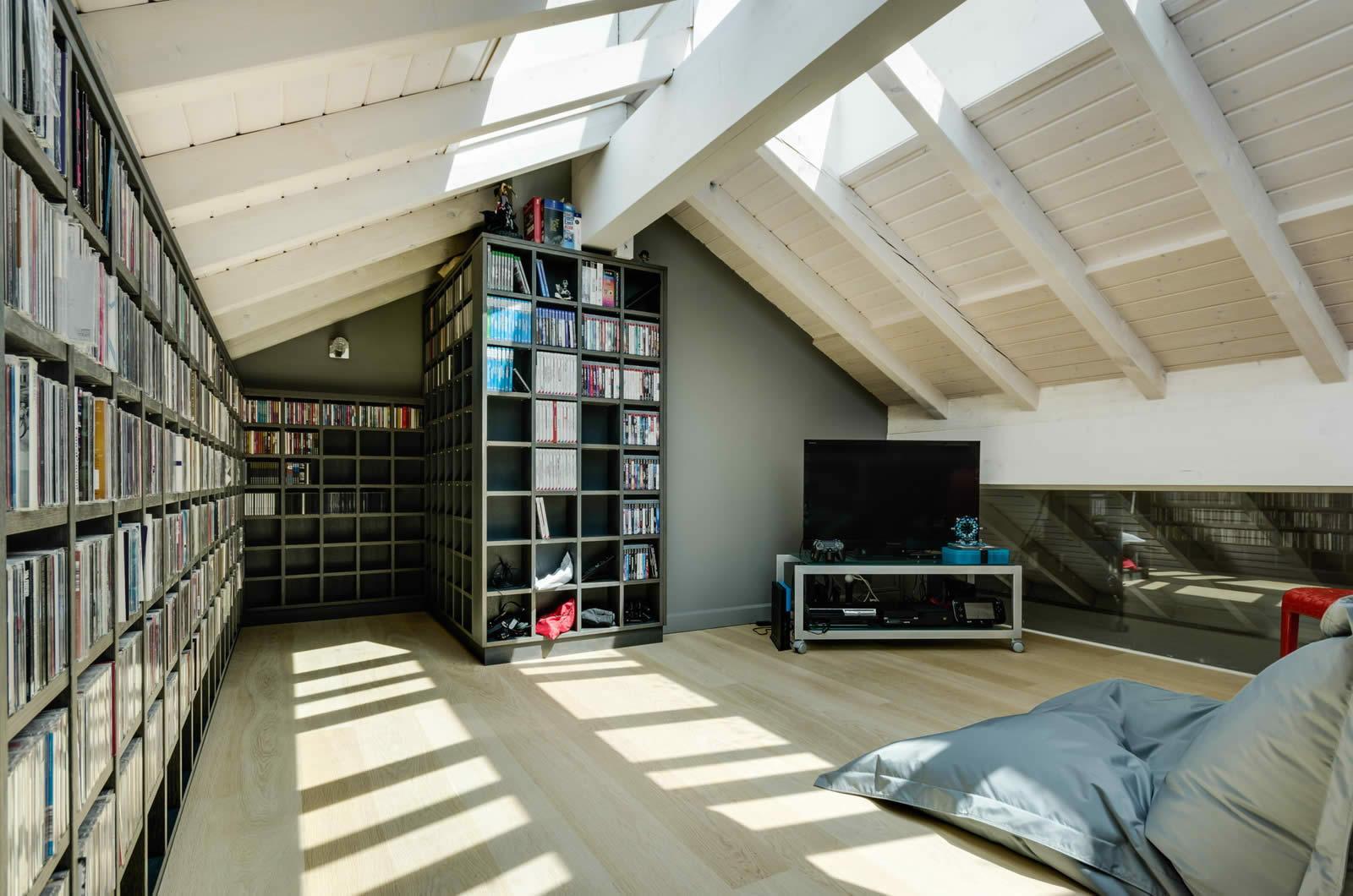 Image Maison Avec Mezzanine : Appartement avec poutres apparentes et terrasse à vendre