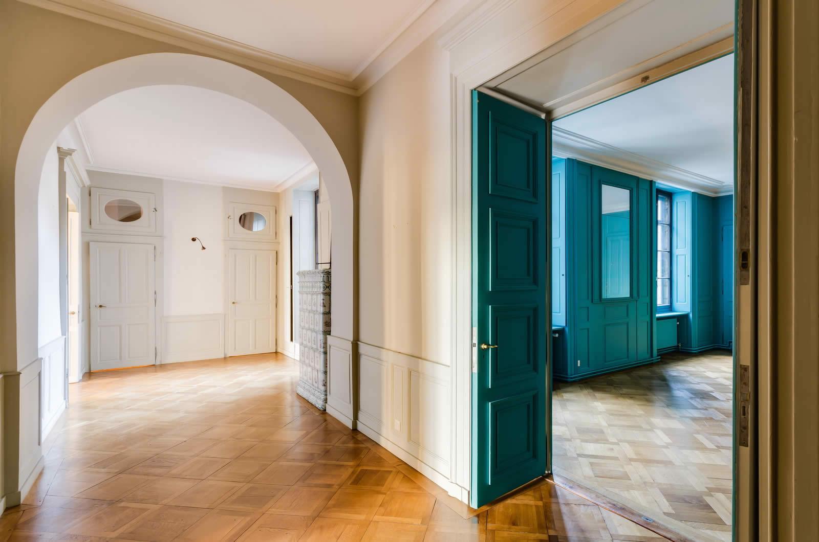 Magnifique appartement avec hauts plafonds moulures et for Appartement in bordeaux