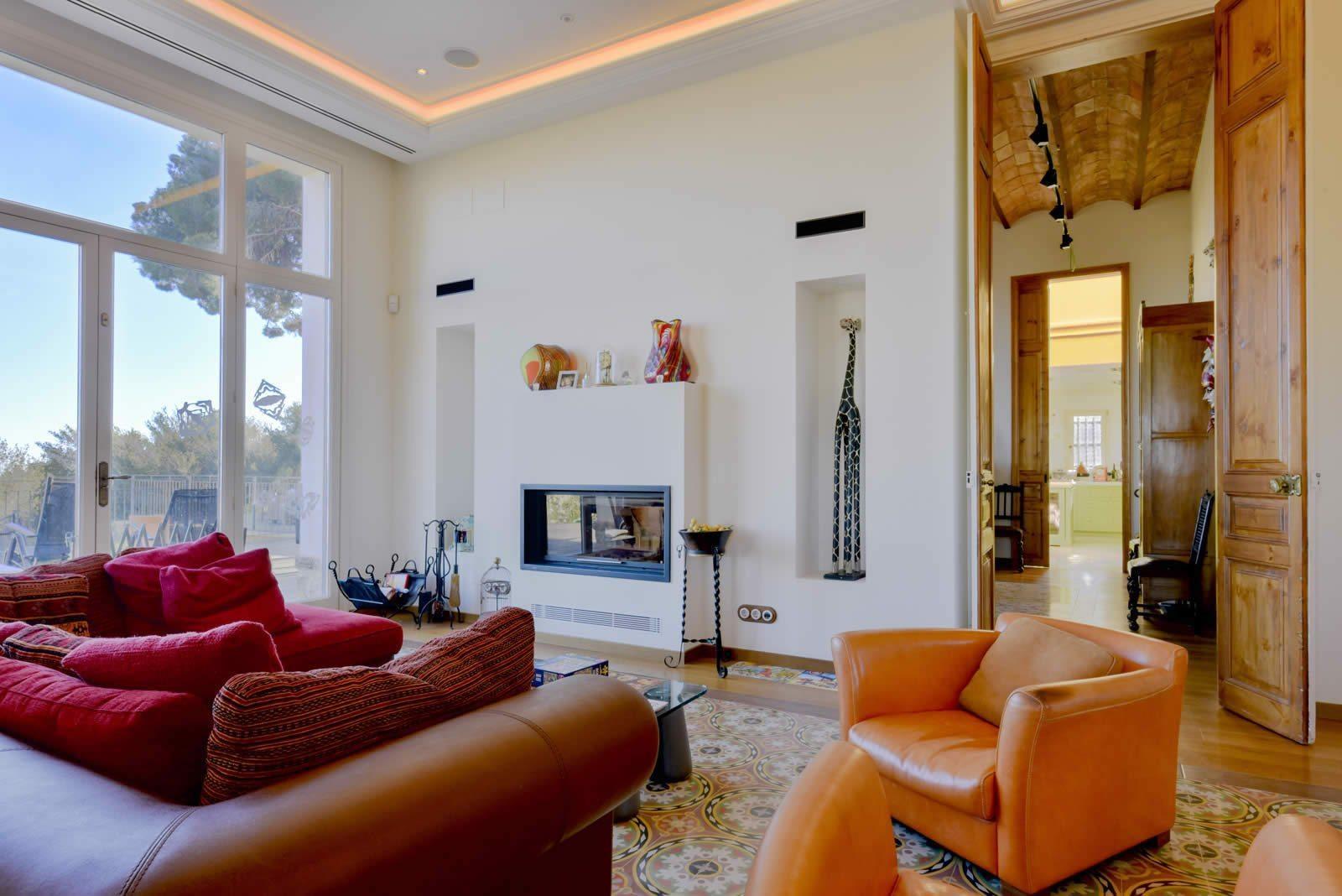 villa-renovee-piscine-a-vendre-hauteurs-sarria