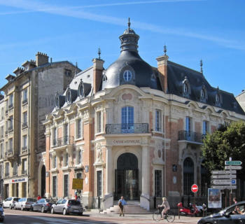 versaille-royal-city-tourisitc-calm-streets-shopping-historic-monuments