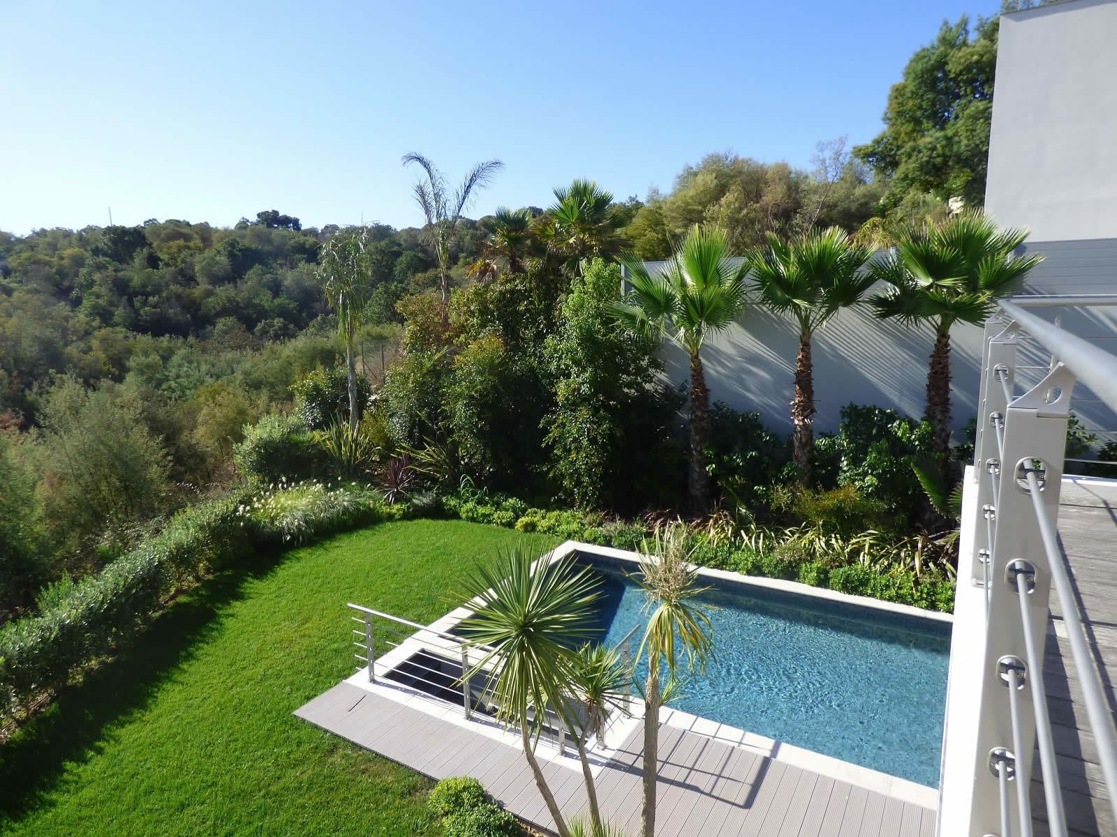 Splendide villa moderne sur 2 tages avec jardin et for Piscine 16eme