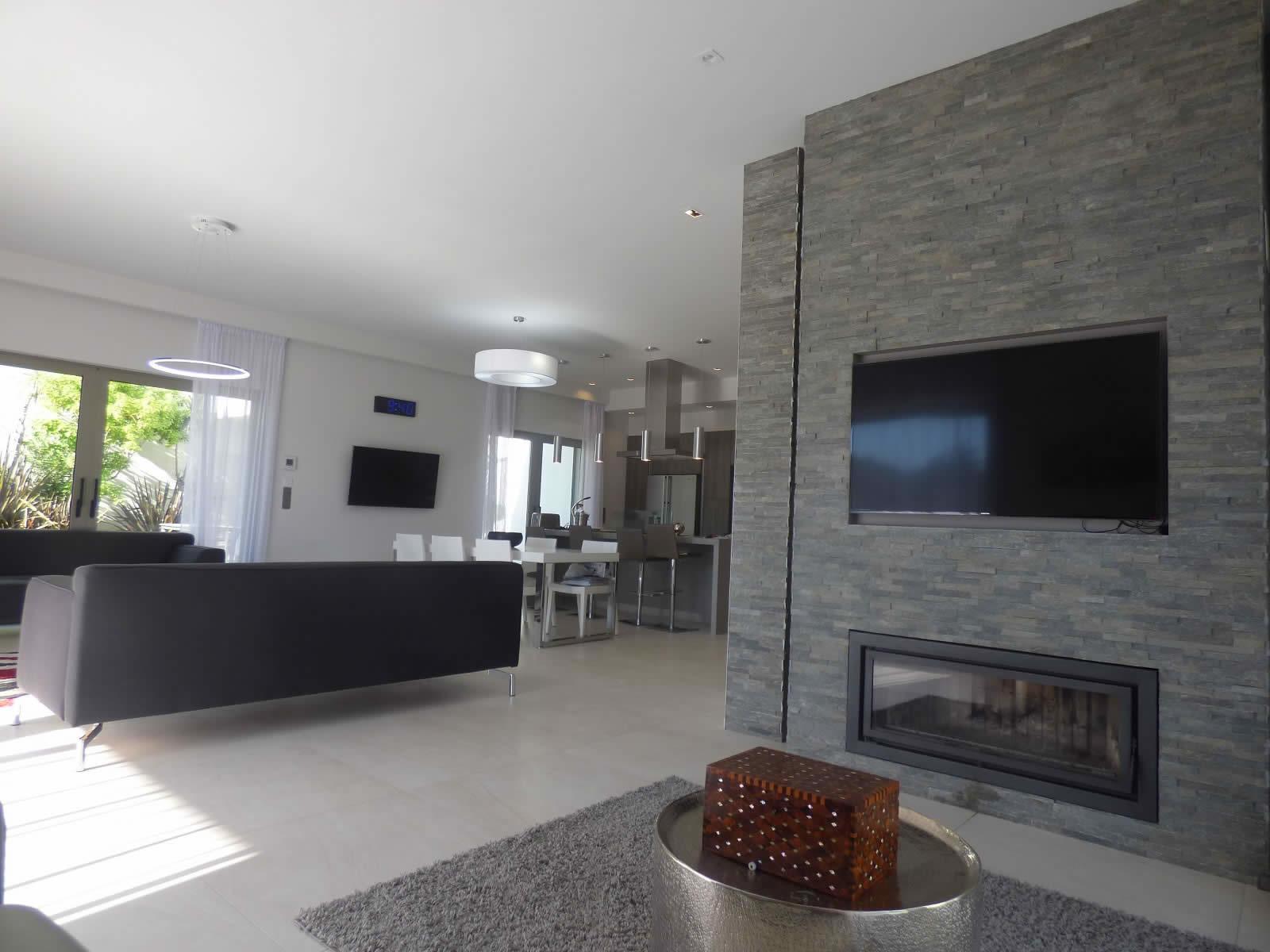 Splendide villa moderne sur 2 tages avec jardin et for Les villa moderne