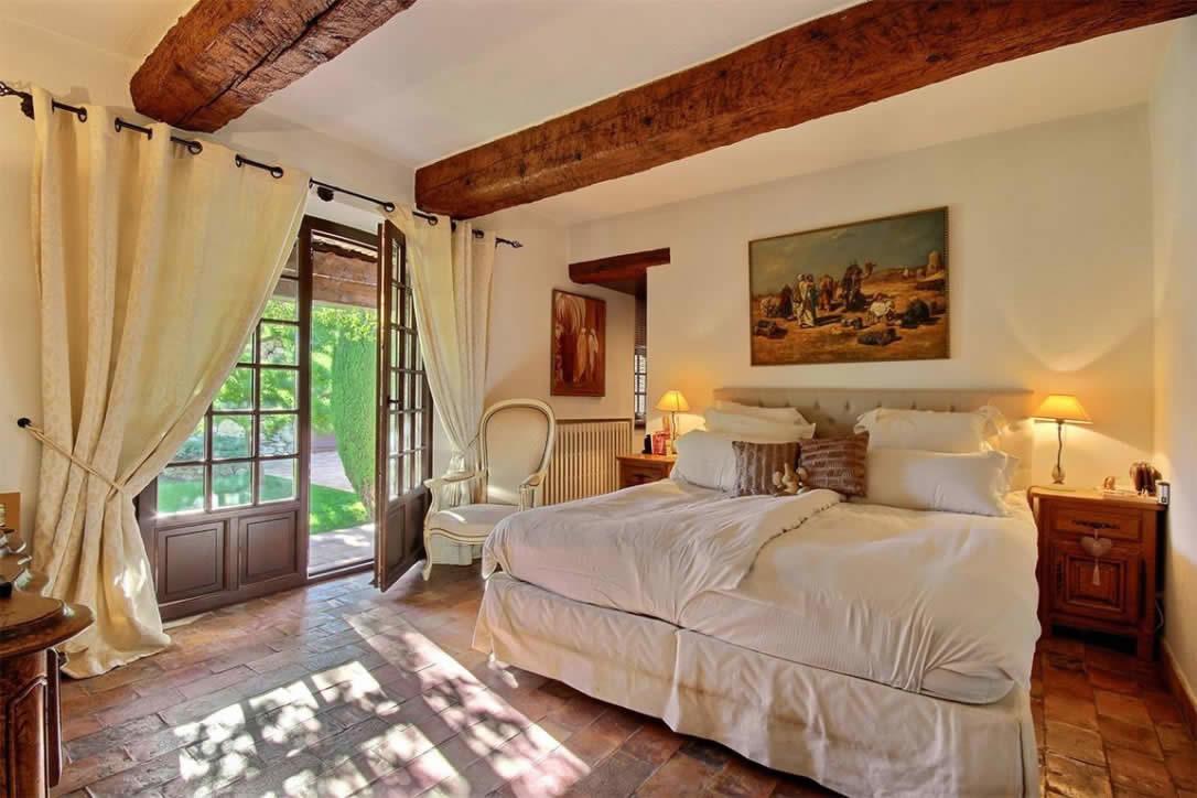 Maison au charme provençal avec piscine et cuisine d'été à vendre ...