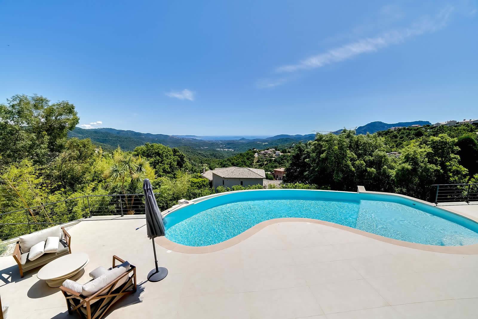 moderne villa avec vue mer piscine debordement chauff e