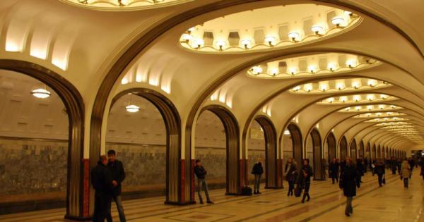 belles-stations-metro-moscou-kievskaya-mayakovskaya-novoslobodskaya-komsomolskaya-elektrozavodskaya-ploshchad-revolyutsii