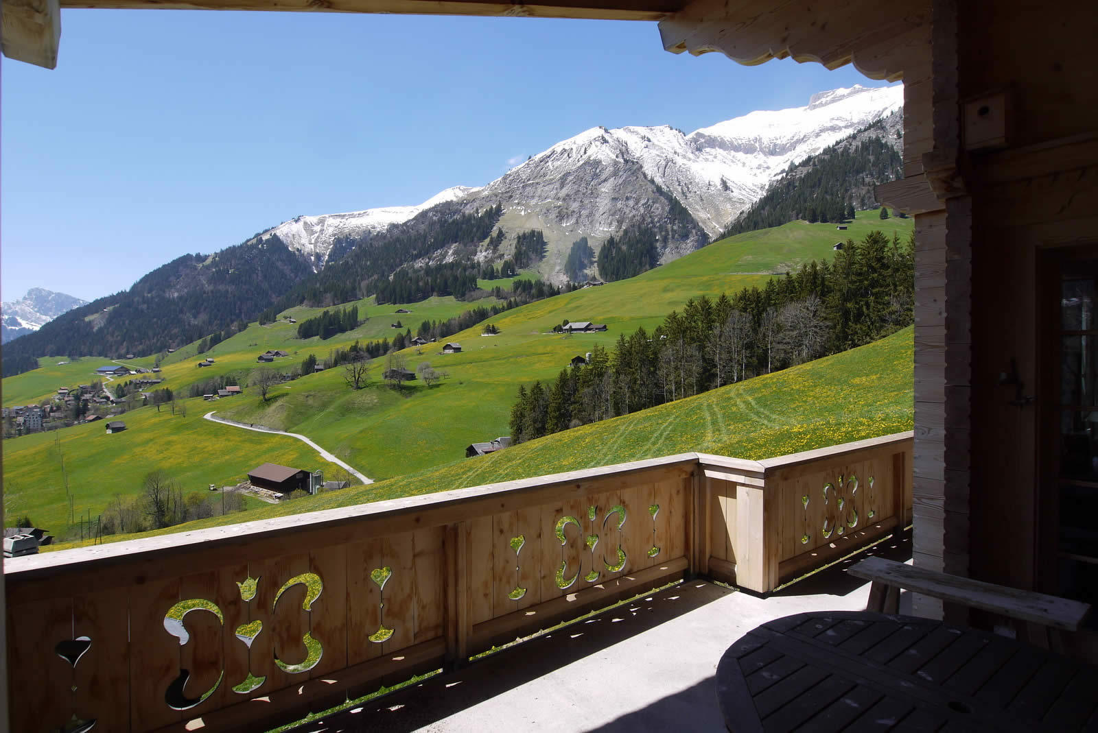 chalet-3-etages-cheminee-terrasse-balcon-vue-panoramique-montagnes-a-vendre-chateau-doex