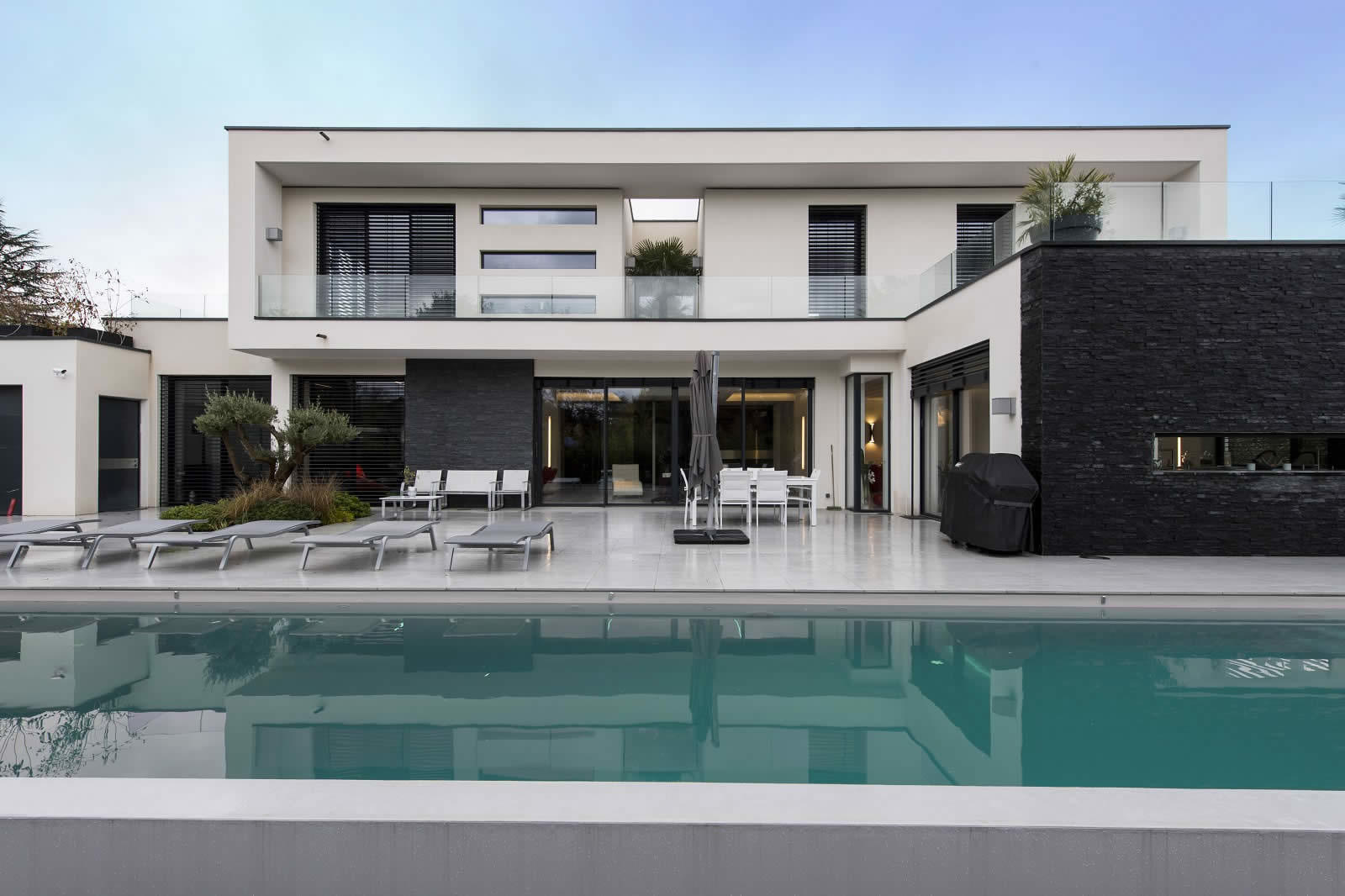 Villa contemporaine avec vue sur la nature vendre for Villa contemporaine