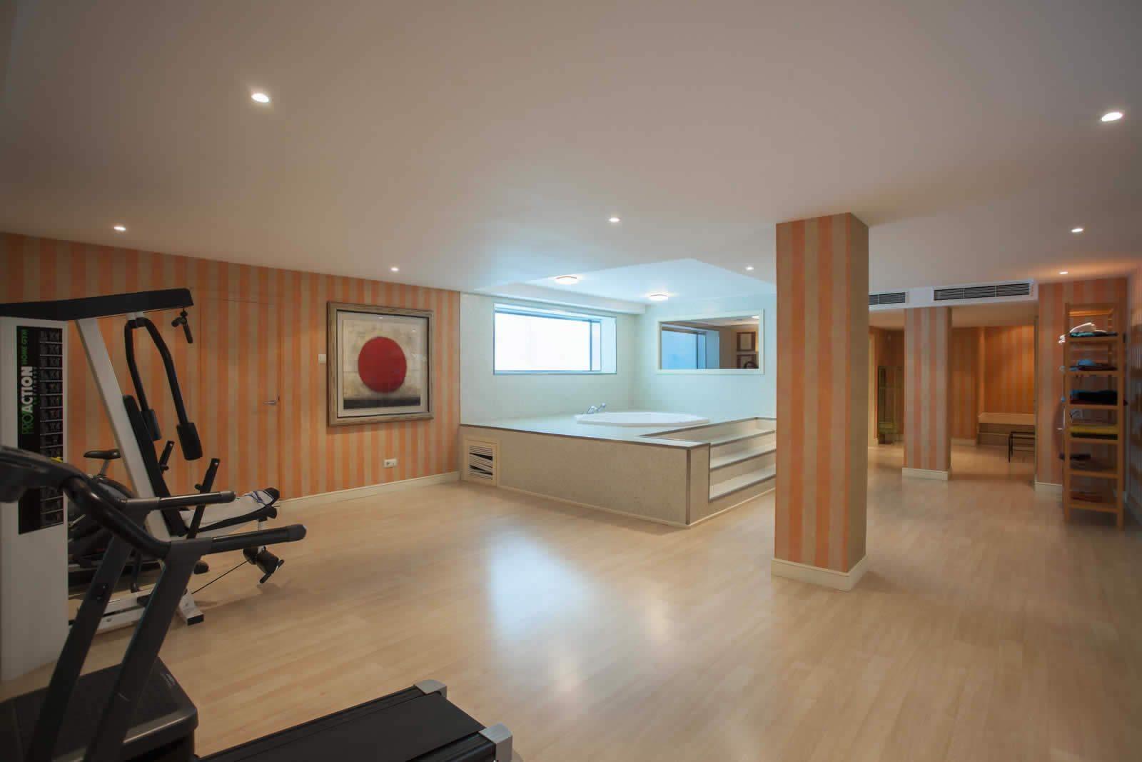 demeure-10-chambres-3-etages-grand-jardin-jacuzzi-gym-a-vendre