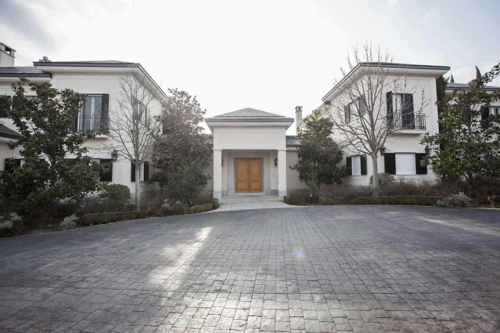 10 bedroom mansion with 3 floors large garden jacuzzi for 10 bedroom mansion