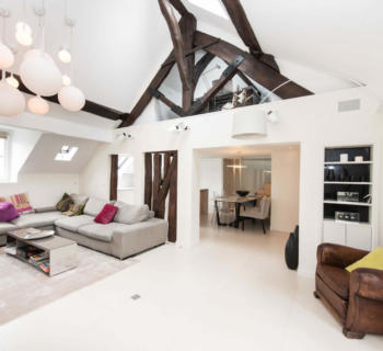 renovated-apartment-high-ceilings-exposed-beams-hammam-for-sale