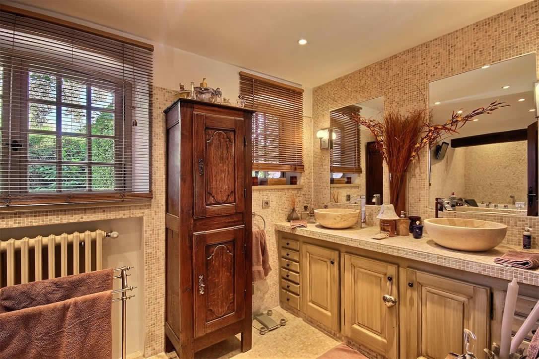 maison au charme proven al avec piscine et cuisine d 39 t vendre mouans sartoux france. Black Bedroom Furniture Sets. Home Design Ideas