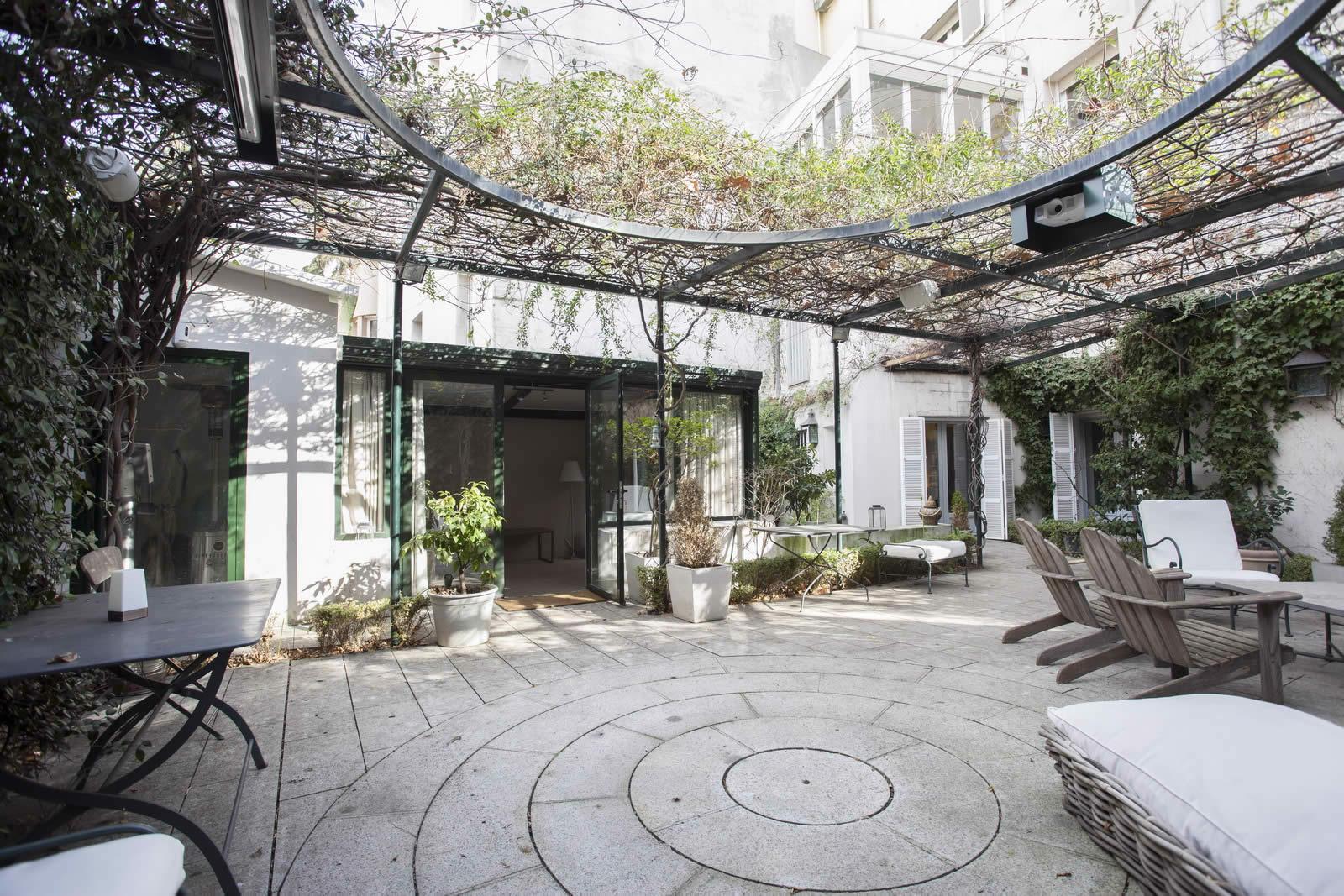 grande-maison-patio-ferme-coeur-quartier-el-viso-a-vendre