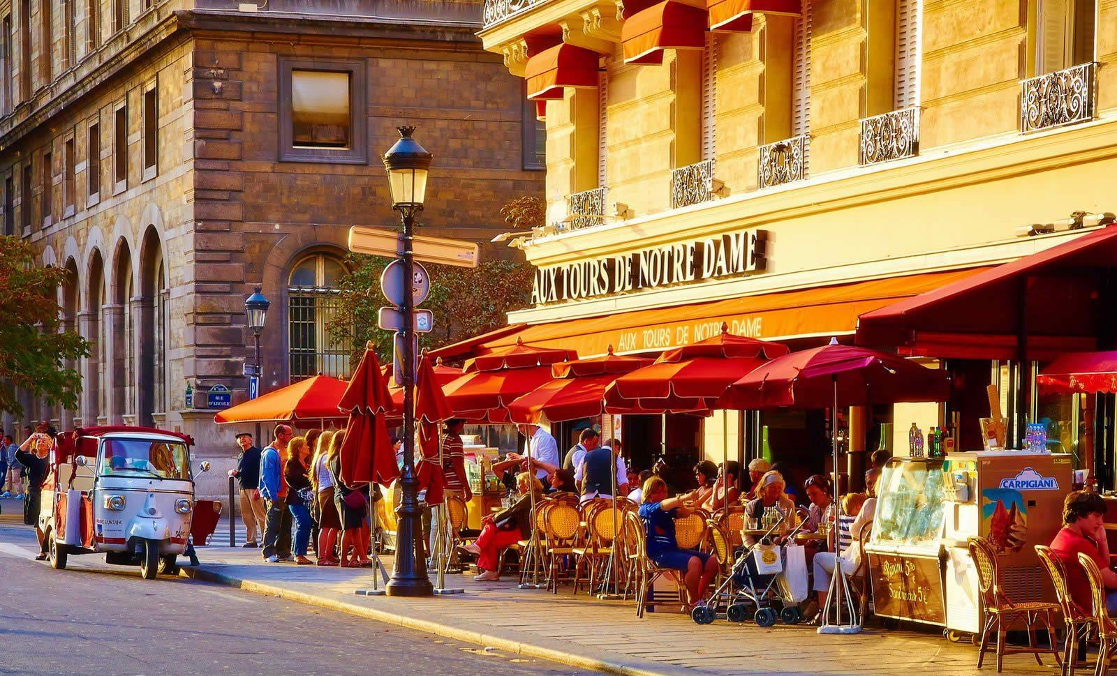 best-shopping-streets-rue-de-rivoli-marais-louvre-champs-elysees-saint-germain-des-pres-opera