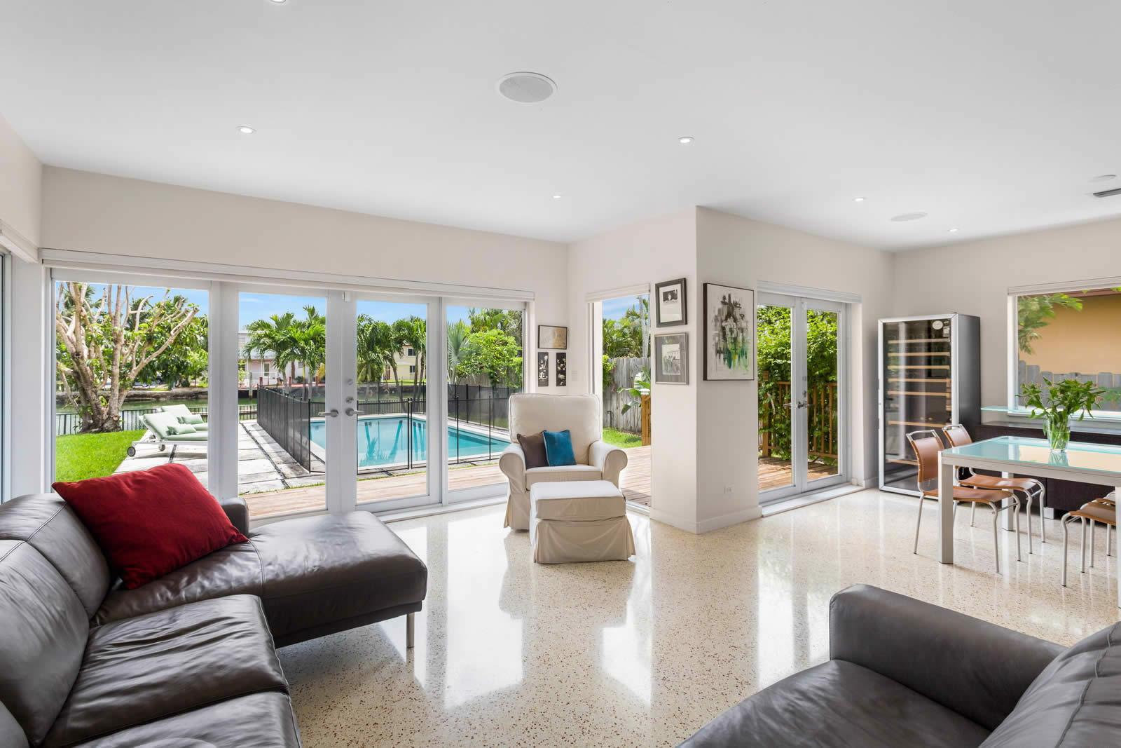 villa-lumineuse-master-bedroom-immense-dressing-piscine-eau-salee-a-vendre