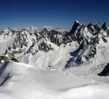 vue-mont-blanc-site-naturel-refuge-montagne-station-ski