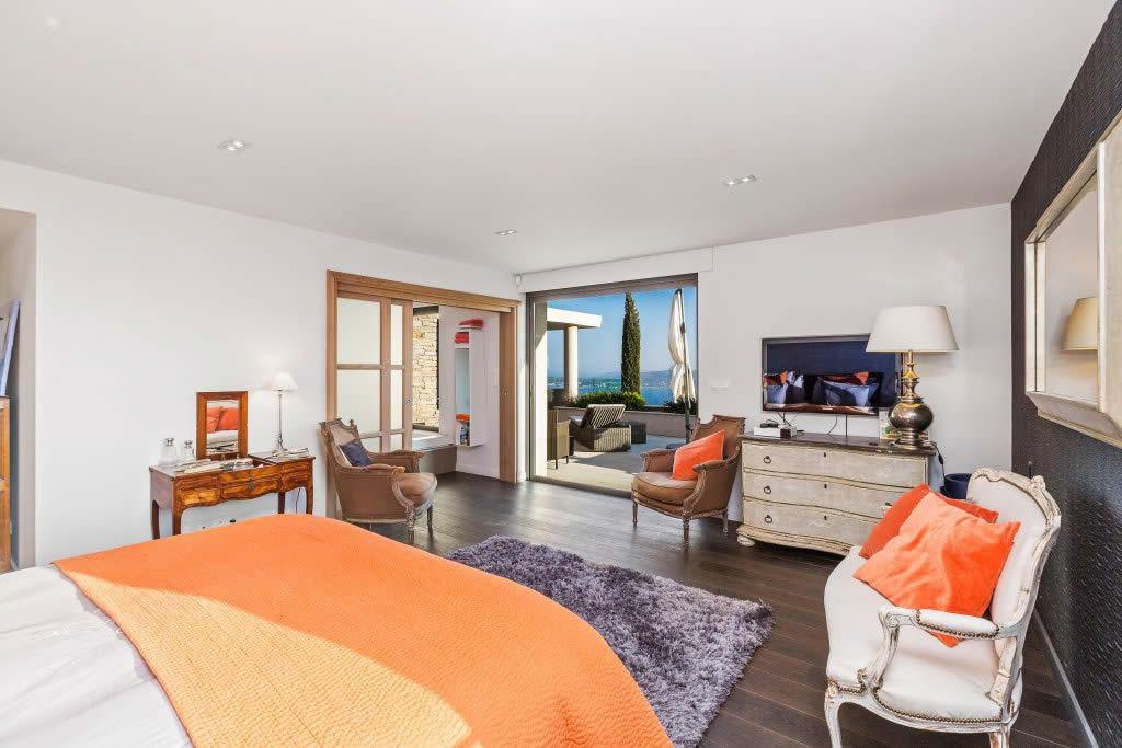 villa-contemporaine-vue-panoramique-a-vendre-grimaud-terrasse-piscine-garage