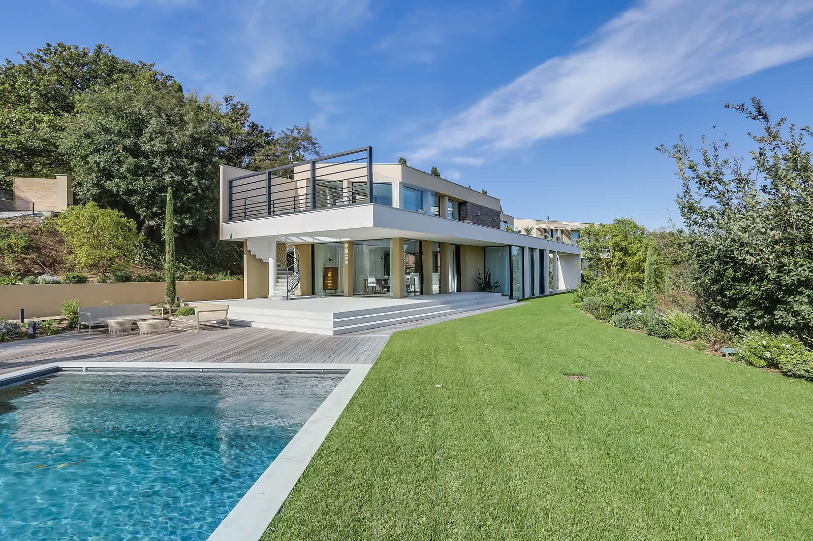 villa-neuve-vue-mer-a-louer-piscine-chauffee