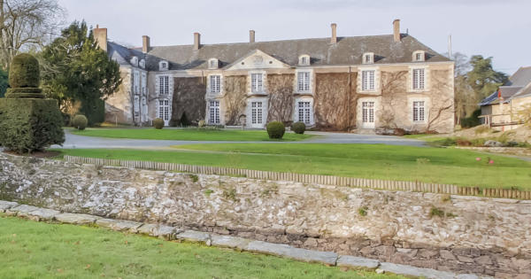 chateau-for-sale-9-bedrooms-land-dwelling-chapel