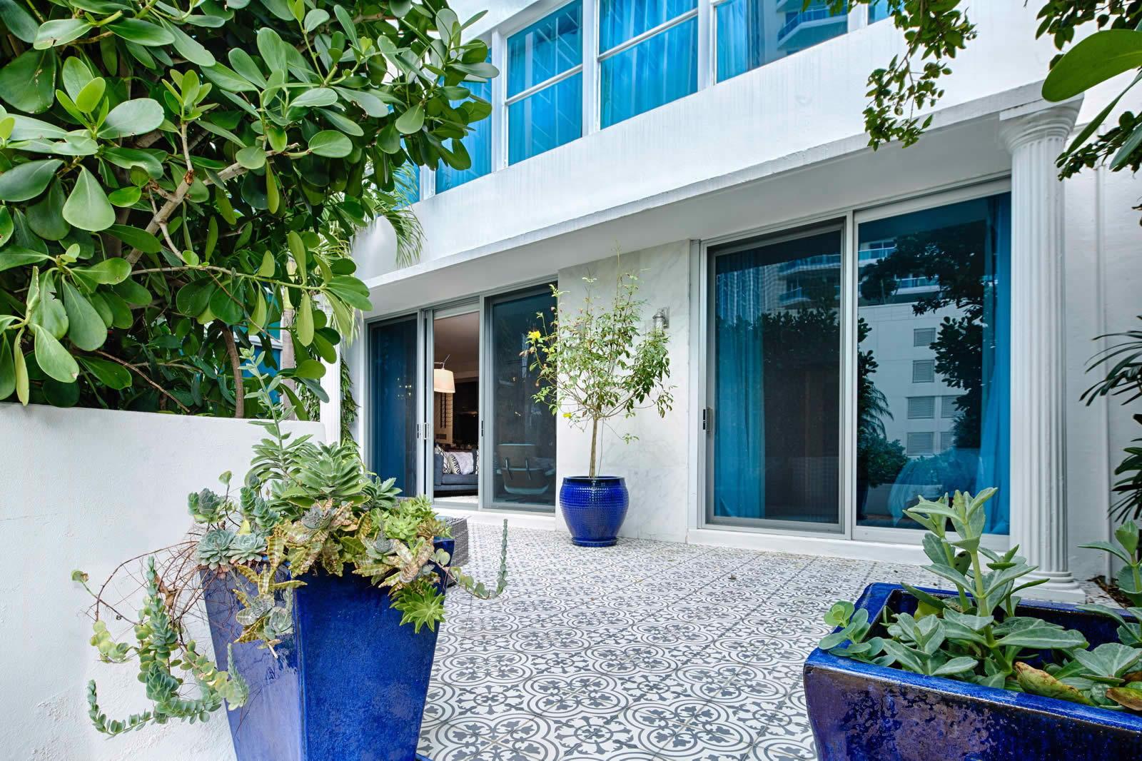 appartement-luxueux-lumineux-hauts-plafonds-face-mer-a-vendre