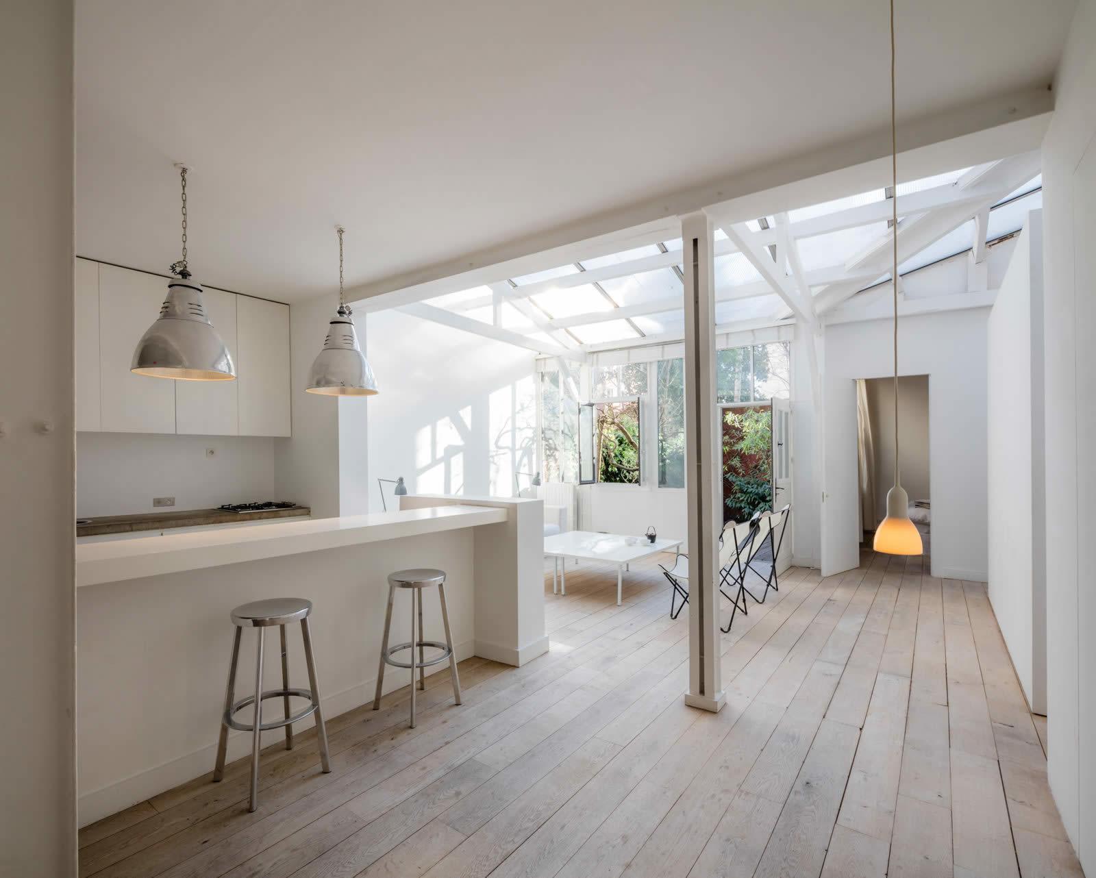 maison-contemporaine-a-vendre-cheminee-terrasse-jardin