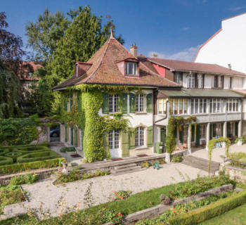 batisse-20eme-siecle-charme-antan-8-chambres-superbe-jardin-arbore-a-vendre