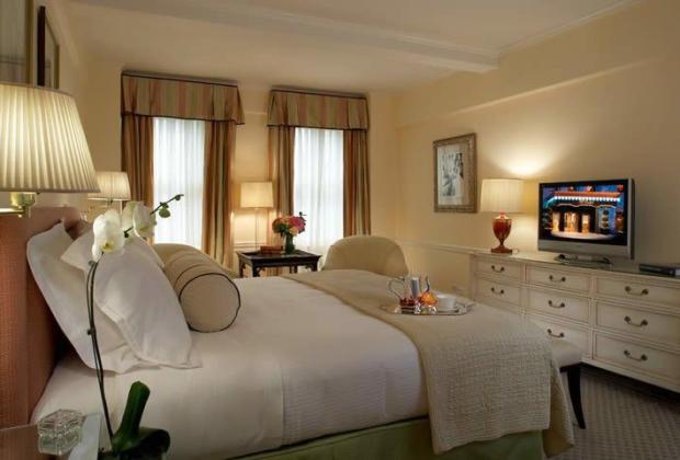 carlyle-hotel-restaurant-discretion-upper-east-side (3)