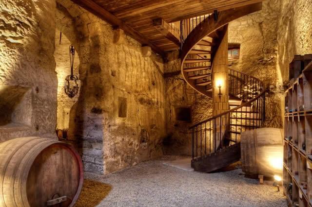 chateau-13eme-siecle-renove-1990-ferme-6-appartements-spacieux-cave-voutee-souterraine-a-vendre-bavois