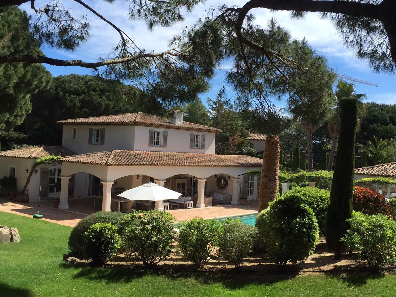 villa de 250m2 vendre saint tropez 6 chambres climatis es jardin paysager pool house et. Black Bedroom Furniture Sets. Home Design Ideas