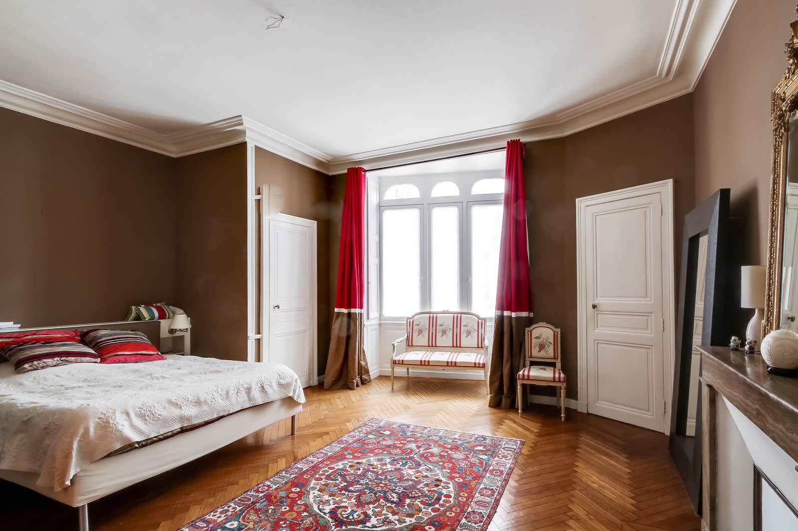 hotel-particulier-a-vendre-5-chambres-parquet-cheminees