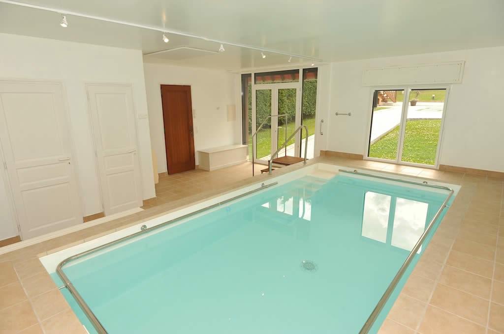 villa-renovee-a-vendre-ascenseur-dependances-piscine