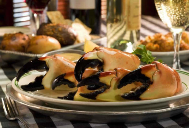 joes-stone-crab-restaurant-fruits-mer