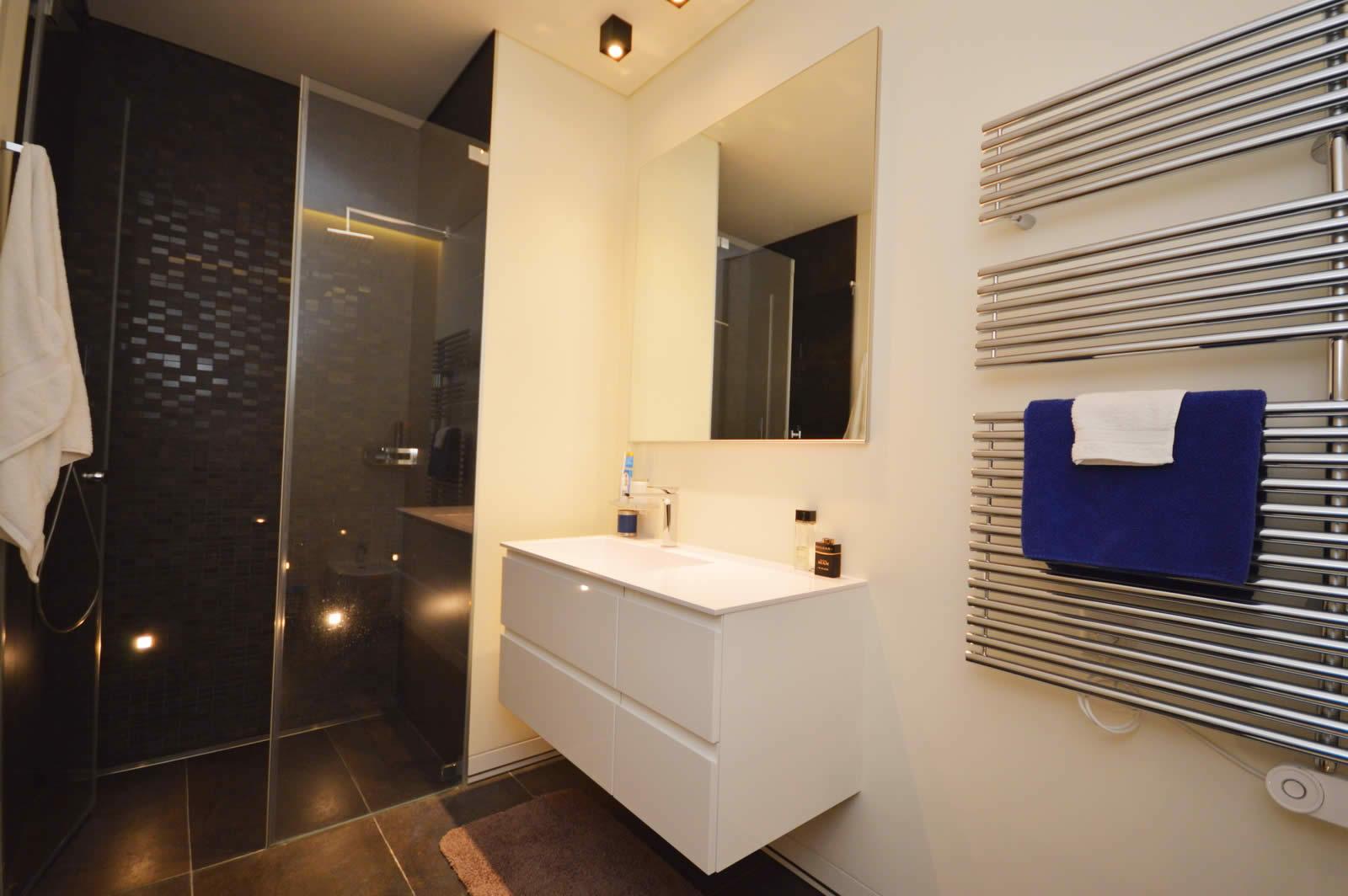 magnifique ferme r nov e moderne et luxueuse de 10 pi ces avec poutres apparentes et murs en. Black Bedroom Furniture Sets. Home Design Ideas