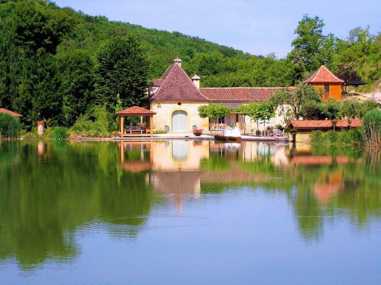 propriete-a-vendre-piscine-chauffee-atelier-abri-bateau
